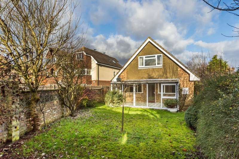 3 Bedrooms Detached House for sale in Limpsfield Road, Warlingham