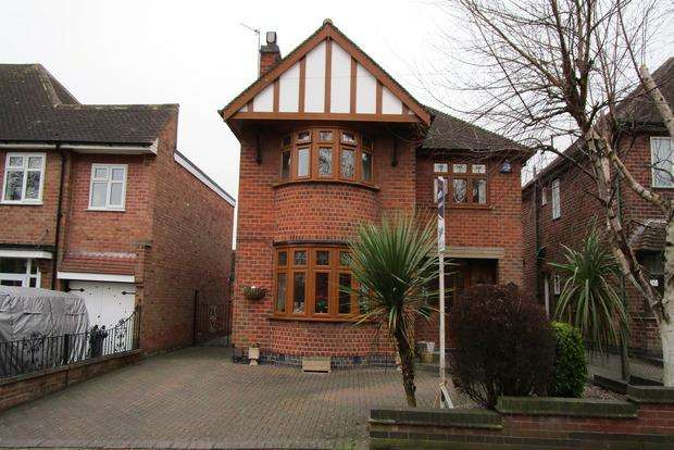 3 Bedrooms Detached House for sale in Glenfield Road, Leicester, LE3