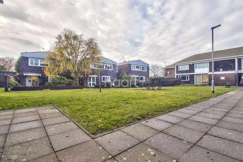 4 Bedrooms Detached House for sale in Brent Lea, Brentford