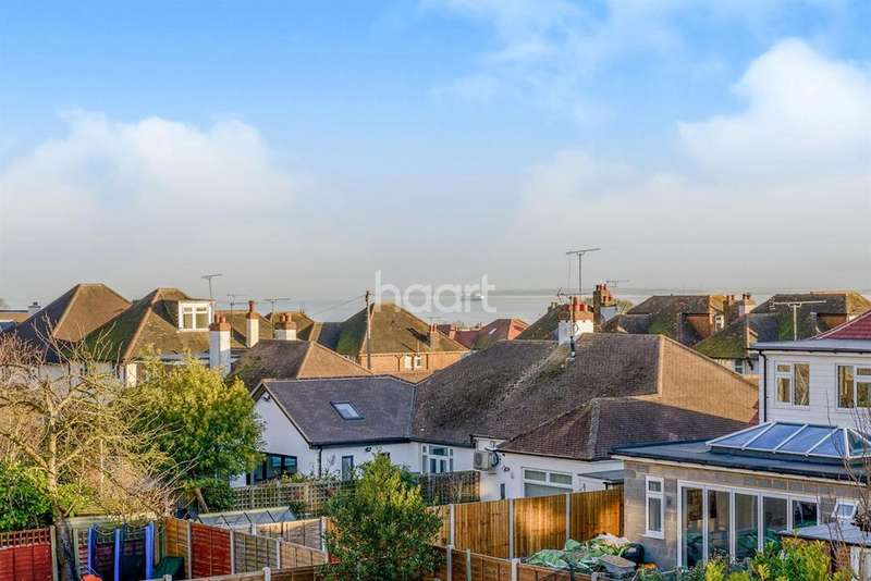 4 Bedrooms Semi Detached House for sale in Western Road, Leigh On Sea