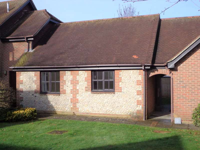 1 Bedroom Bungalow for sale in The Herons, High Street, Selsey, PO20