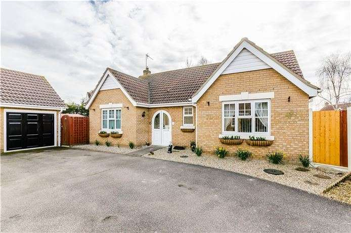3 Bedrooms Bungalow for sale in Meadow Way, Mepal, Ely