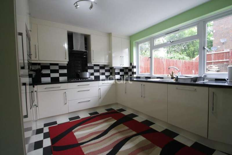 4 Bedrooms Terraced House for sale in Union Road, Northolt
