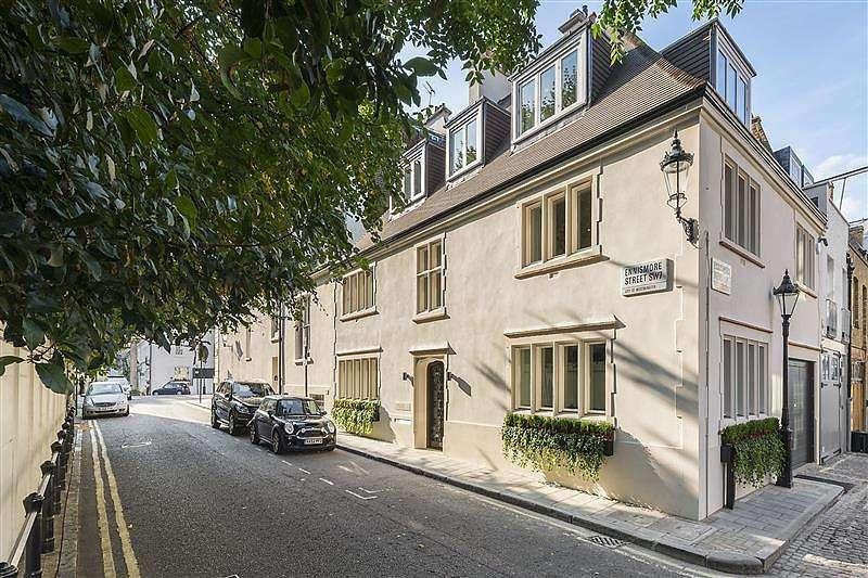 4 Bedrooms House for rent in Ennismore Street, Knightsbridge, London, SW7