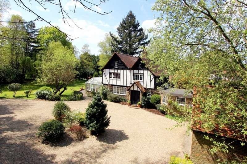 4 Bedrooms Detached House for sale in Alderbourne Lane, Fulmer, SL0