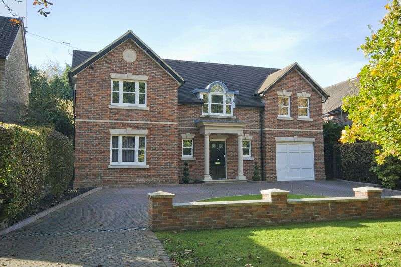 5 Bedrooms Detached House for sale in South Approach, Moor Park