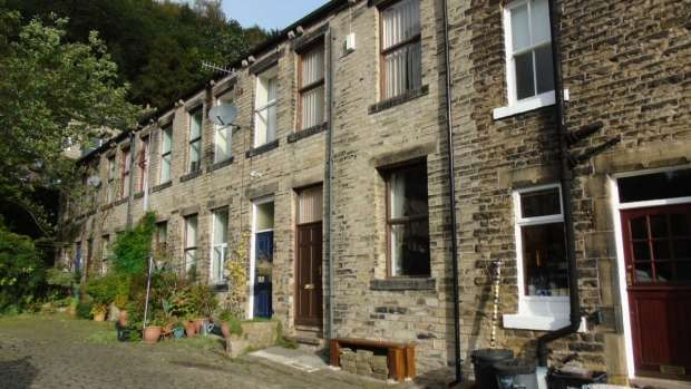 2 Bedrooms Terraced House for sale in Bond Street Hebden Bridge
