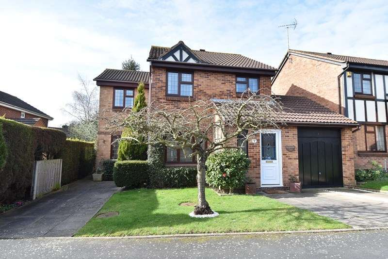 3 Bedrooms Detached House for sale in High Meadows, Bromsgrove