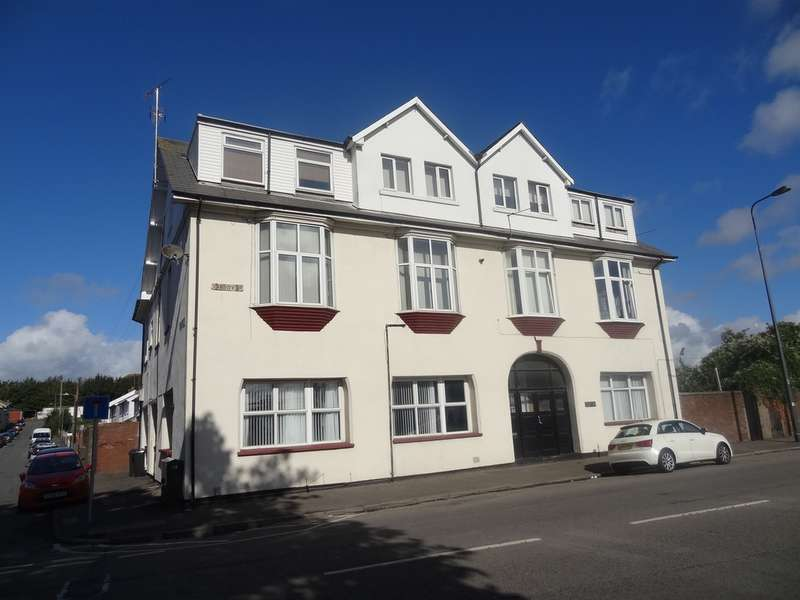 2 Bedrooms Flat for sale in Grange Court, Barry