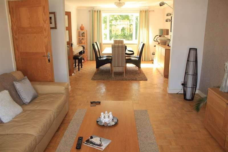 3 Bedrooms Apartment Flat for sale in Langdale Close, Penylan, Cardiff