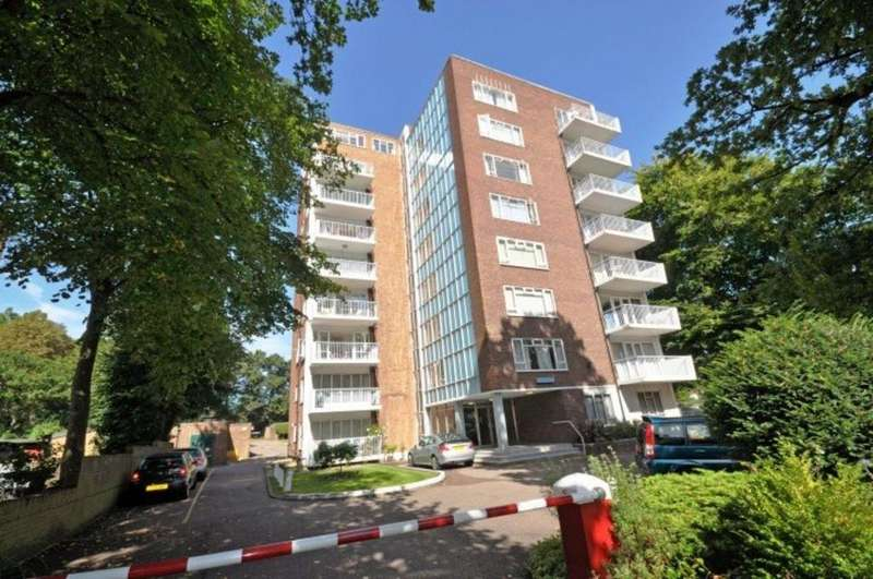 2 Bedrooms Flat for sale in The Hollies, Wanstead