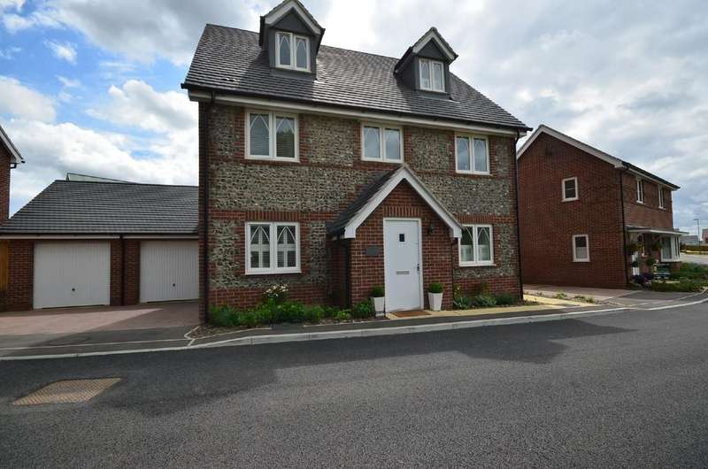 4 Bedrooms Detached House for sale in Gurung Way, Church Crookham