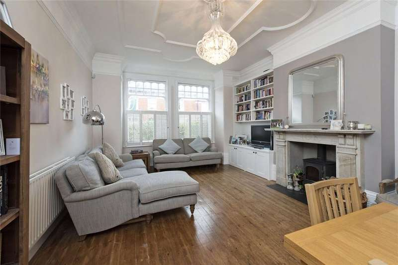 2 Bedrooms Flat for sale in Terrapin Road, Balham, London, SW17