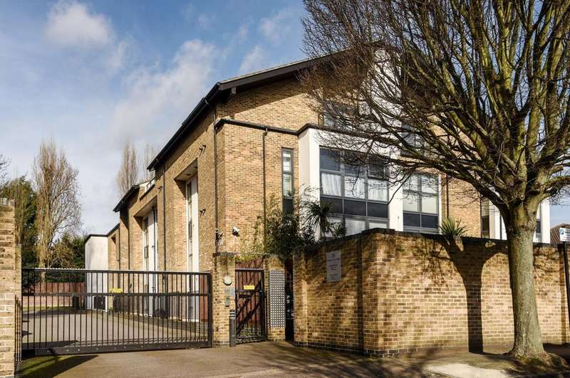 2 Bedrooms Flat for sale in Meadowcourt Road Blackheath SE3