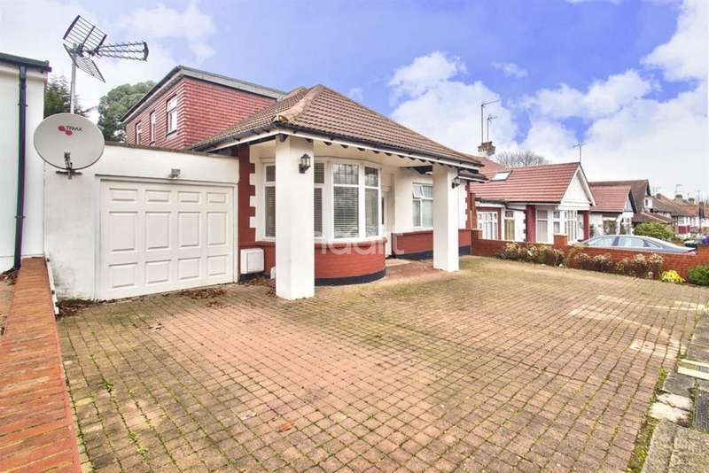 4 Bedrooms Detached House for sale in Park Chase, Wembley Park