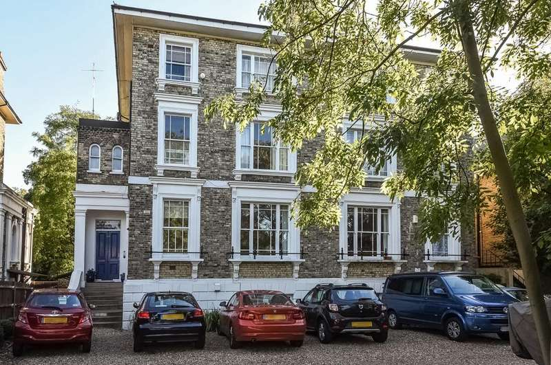 2 Bedrooms Flat for sale in Shooters Hill Road Blackheath SE3