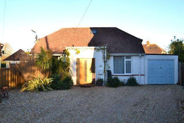 3 Bedrooms Detached Bungalow for sale in East Onslow Close, Ferring, West Sussex, BN12 5RR