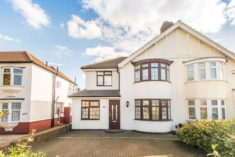 4 Bedrooms Semi Detached House for sale in Hanworth Road, Whitton, TW4