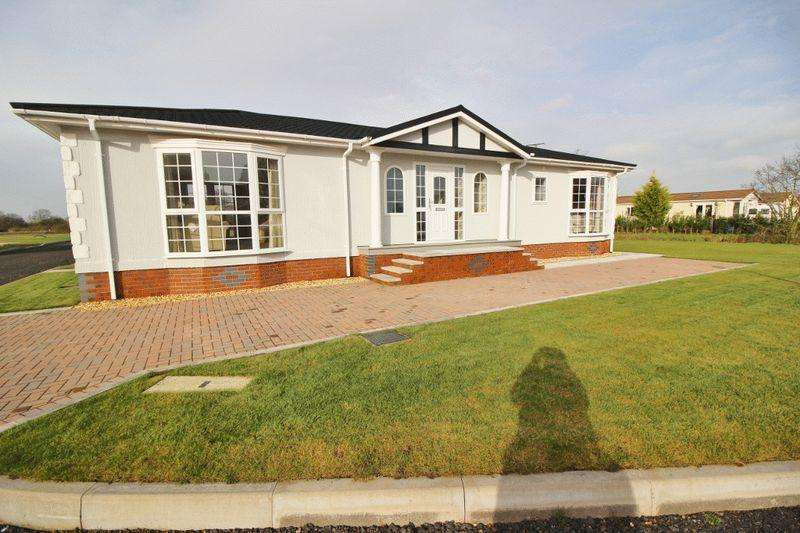2 Bedrooms Park Home Mobile Home for sale in Hollyacres Park, Telford
