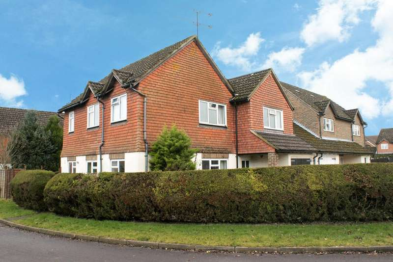 4 Bedrooms Detached House for sale in Vindomis Close, HOLYBOURNE, Hampshire