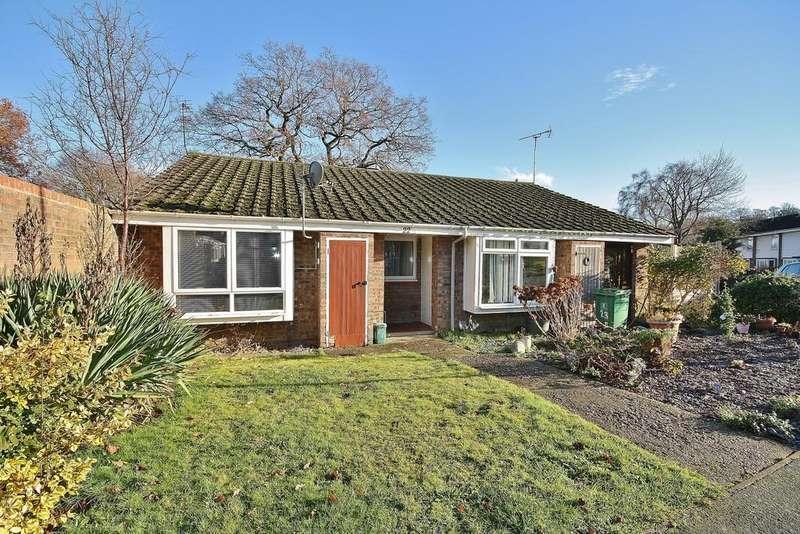 2 Bedrooms Semi Detached Bungalow for sale in Knaphill, Surrey