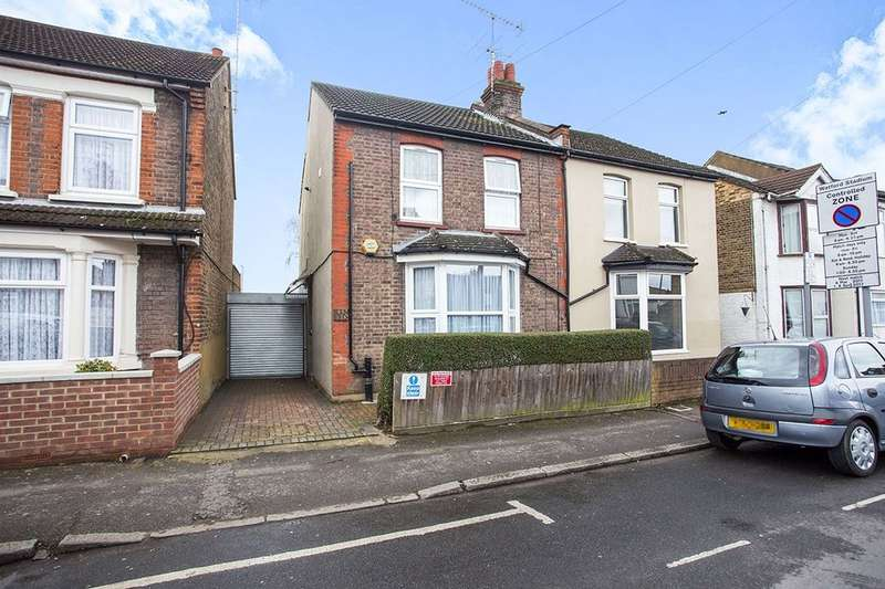 2 Bedrooms Flat for sale in A Harwoods Road, Watford, WD18