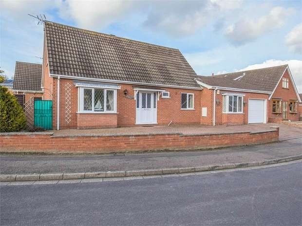 3 Bedrooms Detached Bungalow for sale in Larch Road, Cleethorpes, Lincolnshire