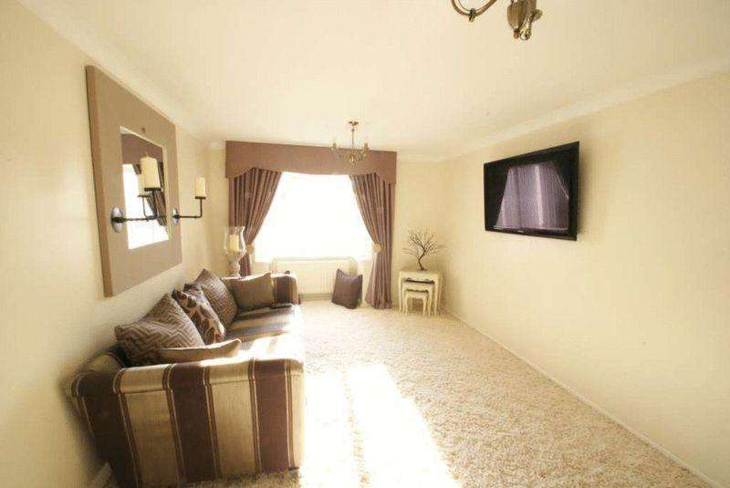 3 Bedrooms Bungalow for sale in Salcombe Close, Tollesby Hall
