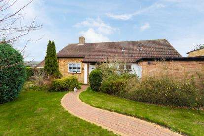 3 Bedrooms Bungalow for sale in Coombe Hill Road, Mill End, Rickmansworth
