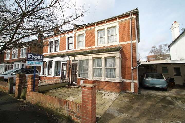 3 Bedrooms Semi Detached House for sale in Sidney Road, Staines-Upon-Thames, TW18