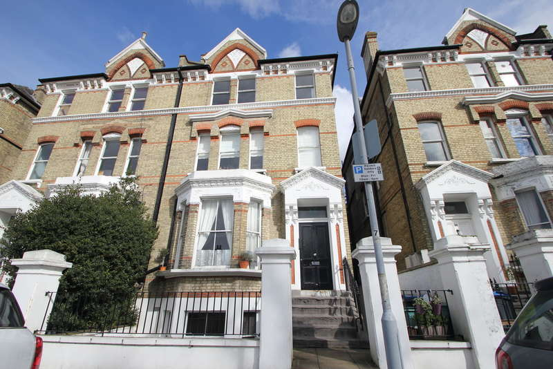 1 Bedroom Flat for sale in St Andrews Square, Surbiton