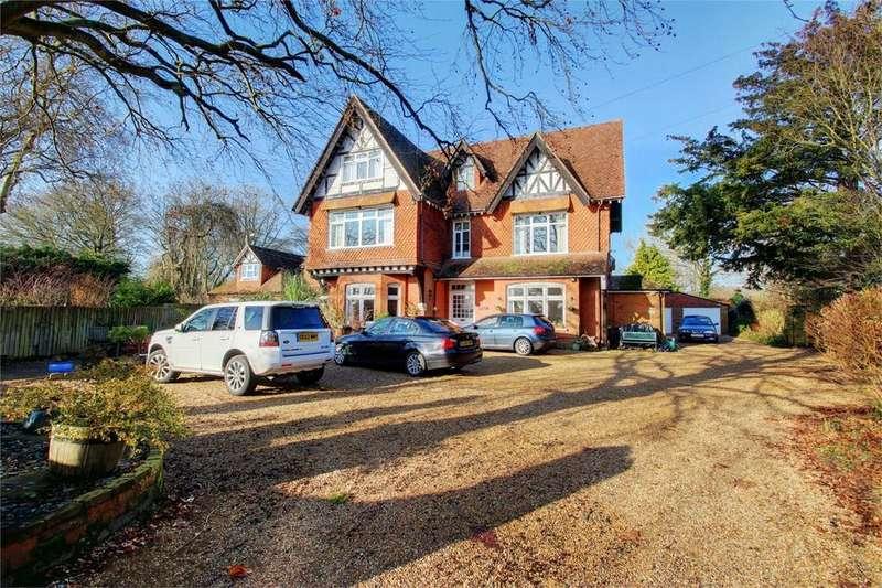 2 Bedrooms Maisonette Flat for sale in Bentley, Farnham