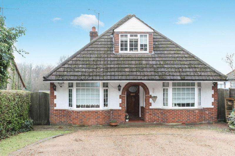 4 Bedrooms Detached House for sale in EFFINGHAM