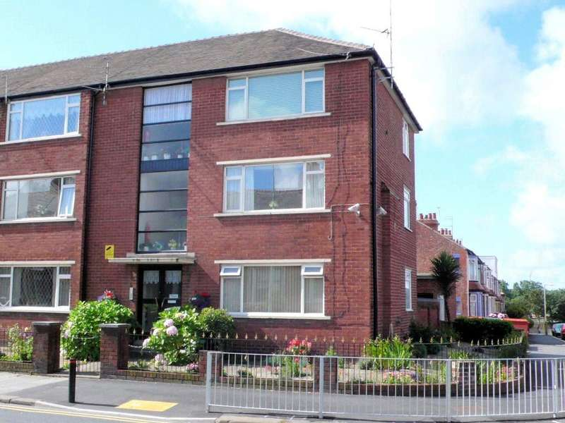 2 Bedrooms Apartment Flat for sale in Grasmere Road, Blackpool, Lancashire