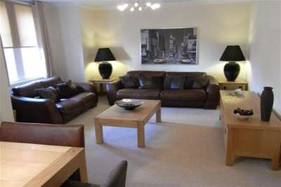 2 Bedrooms Flat for rent in Whitecraigs Court, Giffnock