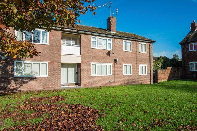 2 Bedrooms Flat for sale in Oak Drive, Runcorn