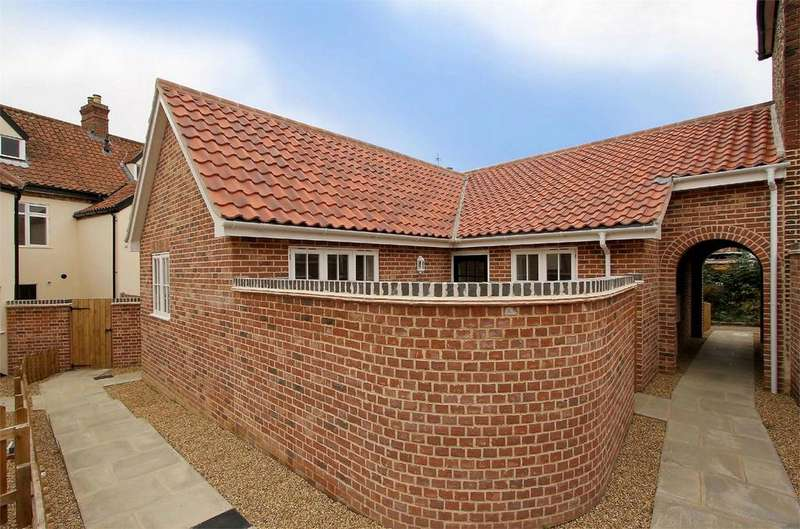 2 Bedrooms Semi Detached Bungalow for sale in Chandlers Hill, Wymondham, Norfolk
