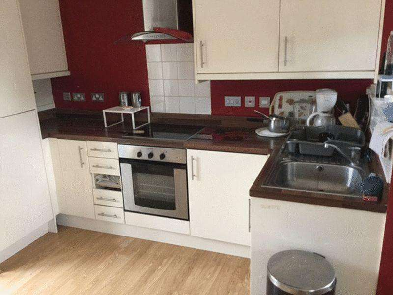 2 Bedrooms Semi Detached House for sale in Wilton Road, Redhill