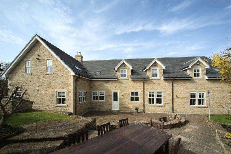 5 Bedrooms Detached House for sale in Wood Green, Medburn, Newcastle-upon-Tyne, NE20 0JE