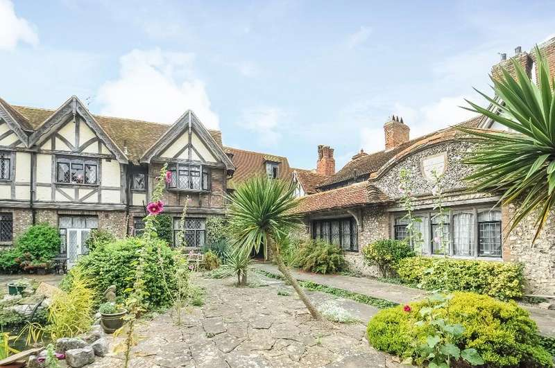 2 Bedrooms Flat for sale in Dean Court Road Rottingdean East Sussex BN2