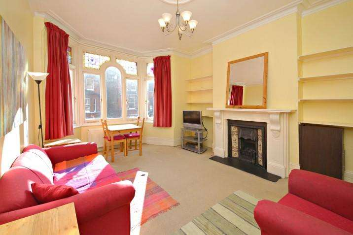 2 Bedrooms Flat for sale in Savernake Road NW3