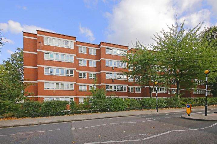3 Bedrooms Flat for sale in Whitton, King Henry's Road, NW3