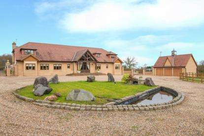 7 Bedrooms Equestrian Facility Character Property for sale in White Stubbs Lane, Broxbourne, Hertfordshire
