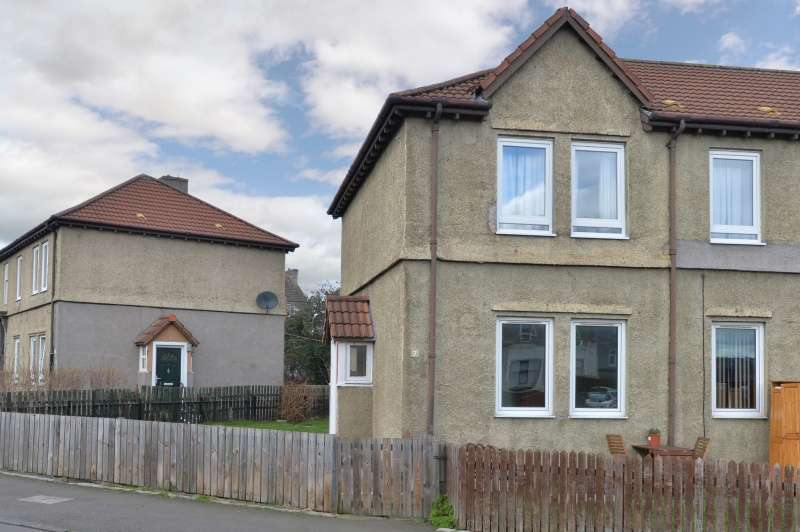 2 Bedrooms Ground Flat for sale in Lochend Quadrant, Lochend, Edinburgh, EH7 6DL