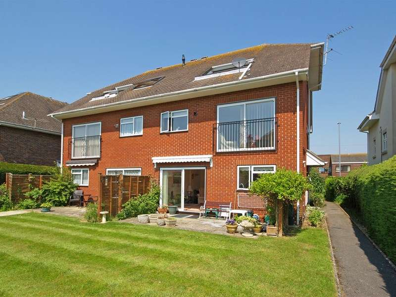 2 Bedrooms Ground Flat for sale in Lymington Road, Highcliffe, Christchurch