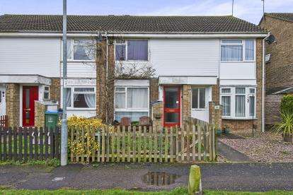 2 Bedrooms Terraced House for sale in Lower Close, Aylesbury, Buckinghamshire, England