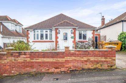 3 Bedrooms Bungalow for sale in High Ridge Road, Hemel Hempstead, Hertfordshire, .