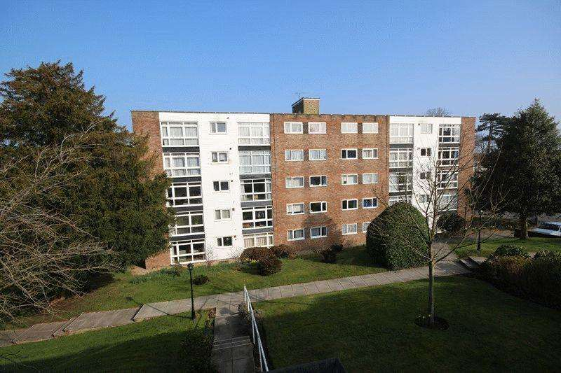 3 Bedrooms Apartment Flat for sale in Paddockhall Road, Haywards Heath