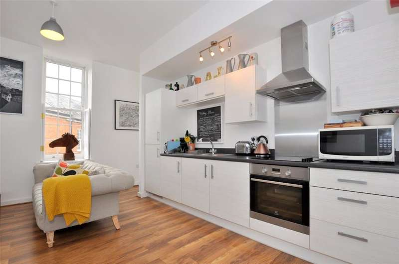 2 Bedrooms Apartment Flat for sale in Longley Road, Chichester, West Sussex, PO19
