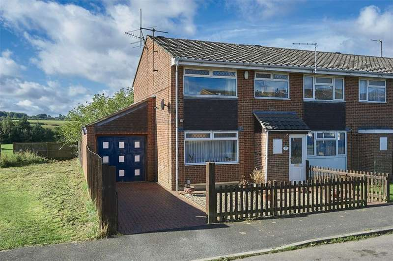 3 Bedrooms Semi Detached House for sale in Redwood Close, Desborough, Kettering, Northamptonshire